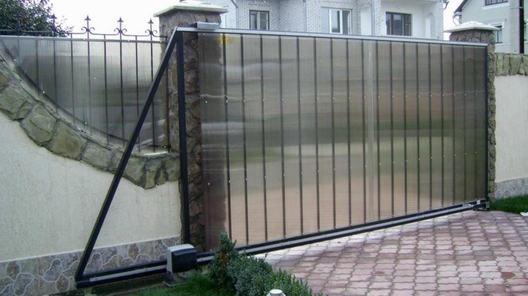 Откатные ворота из поликарбоната под ключ