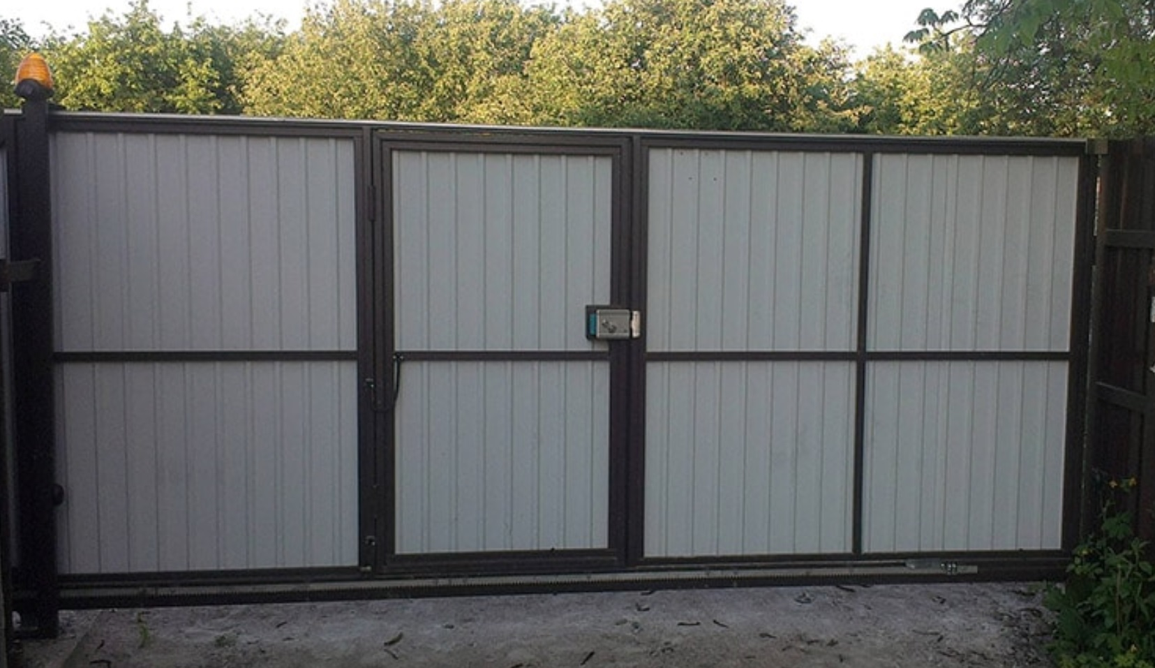 Откатные ворота с калиткой под ключ