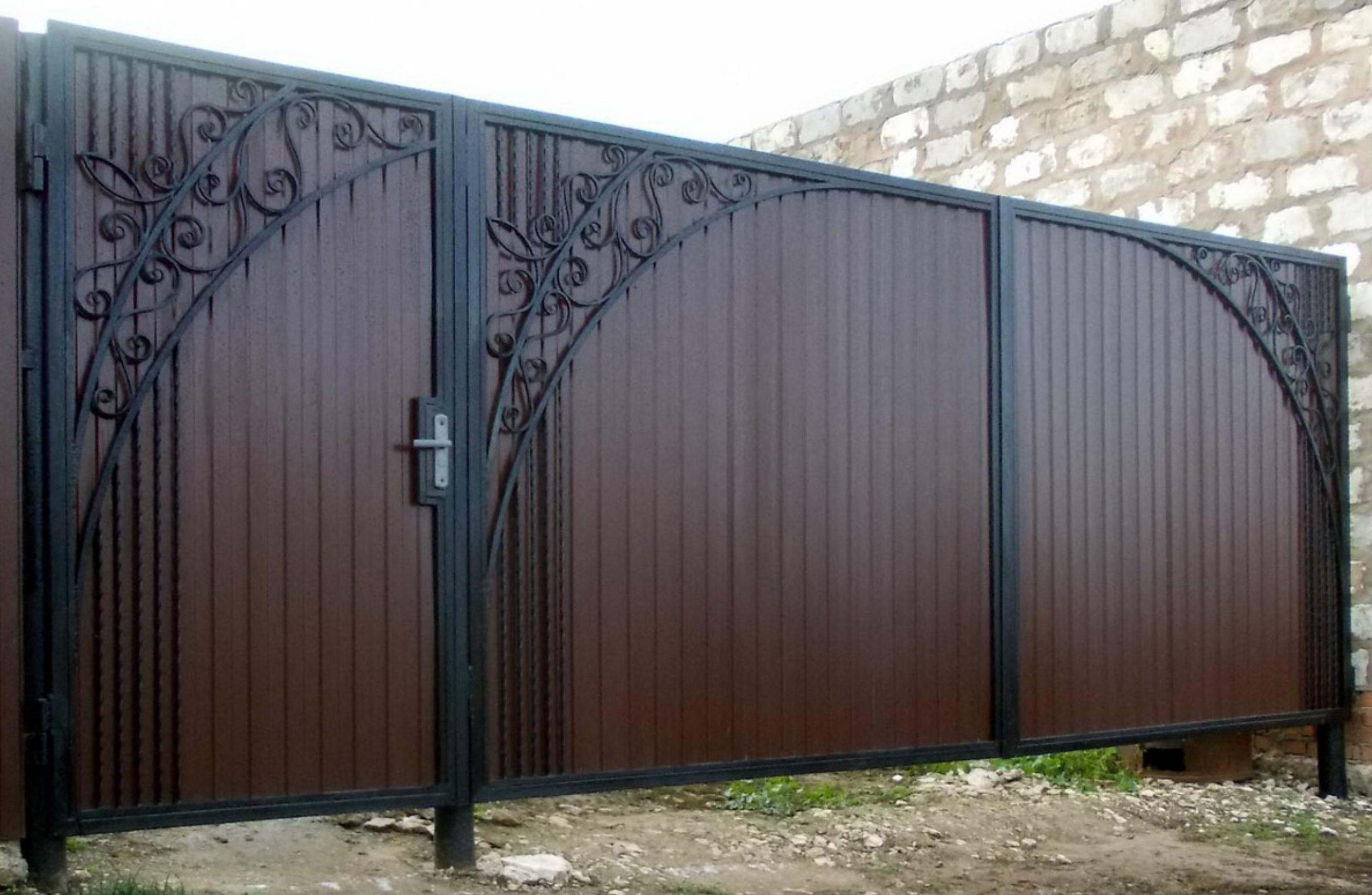 Распашные ворота из профнастила для дачи – изготовление и установка своими руками